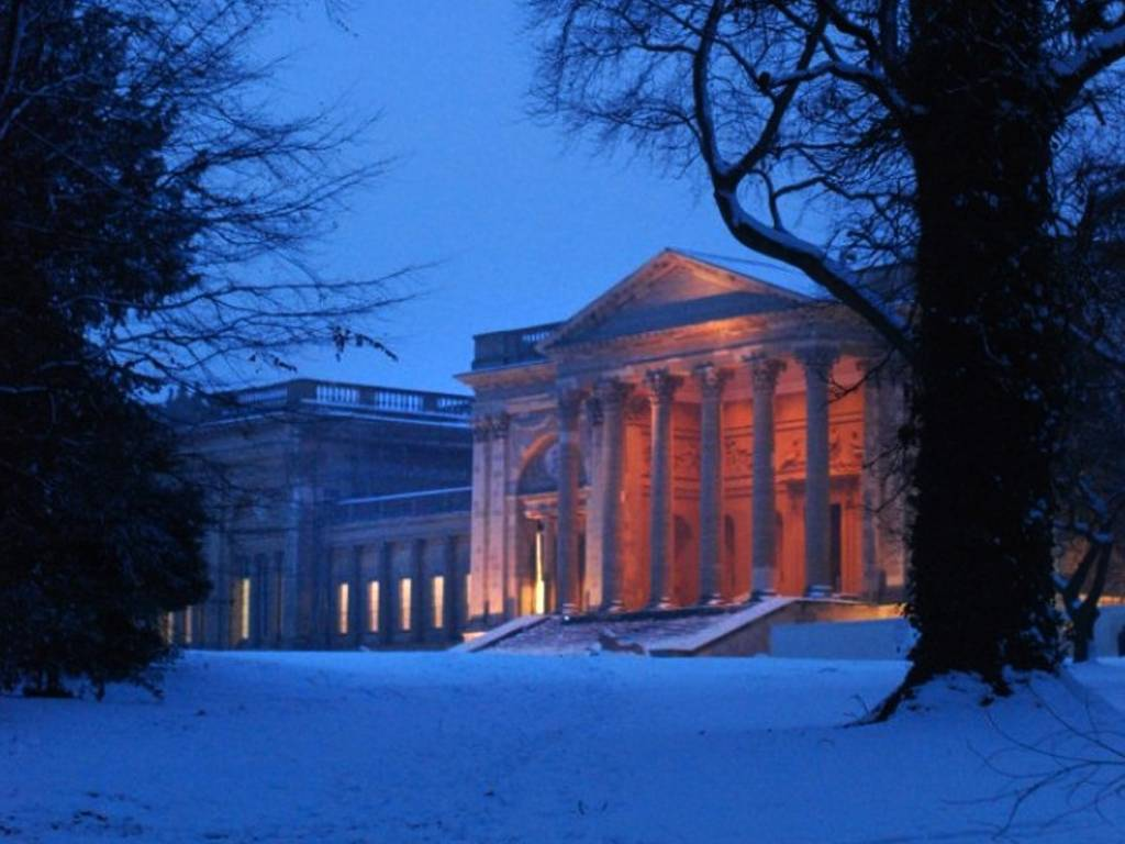 Festive-Winter-s-Evening-–-South-Front-of-Stowe-House-from-Grenville-s-Column,-blue-sky-and-snow
